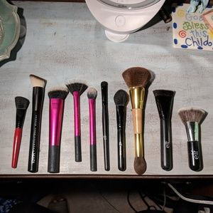 Makeup - Brush assortment